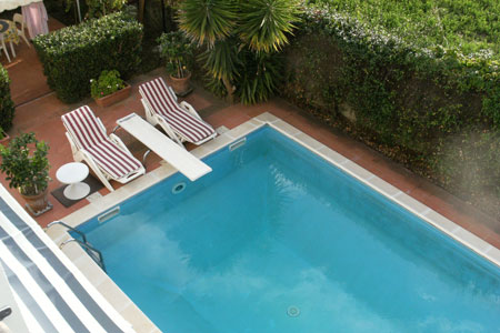 Bed breakfast tommy garten und swimmingpool for Swimmingpool im garten
